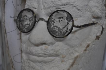 Détail de La tela de arana de mi ingle,, 320 x 370 x 370 mm d'une édition en 3 exemplaires, signée Echarri-Arrabal et datée 1990. Reproduit en couverture du catalogue Arrabal de l'exposition allemande Der Lyriker une die Künstler de 1996-1997