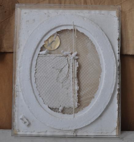 Les Colombes Référence: IE 2016 DD #0010 2001 Relief en papier dans boite plexiglass 67 x 53 x 5,5 cm Collection de l'artiste - Disponible