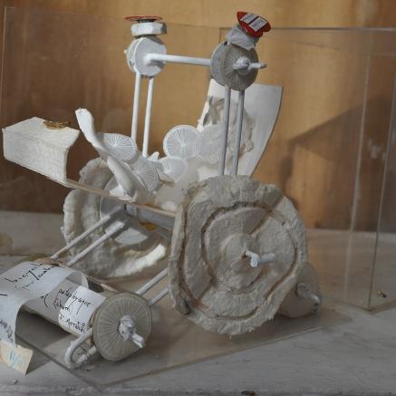 La bicyclette pataphysique Référence: IE 2016 DD #0017 Non daté Sculpture papier datée, numérotée 2/2 et signée avec Fernando Arrabal 26 x 24 x 16 cm Collection de l'artiste - Disponible