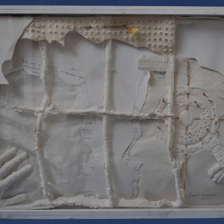 «1955-2005» Mémoria Opus II Référence: IE 2016 DD #0022 2006 Relief en papier et pâte à papier dans cadre d'artiste Exemplaire unique Titré et signé au verso 70 x 52 x 6 cm Collection de l'artiste - Disponible