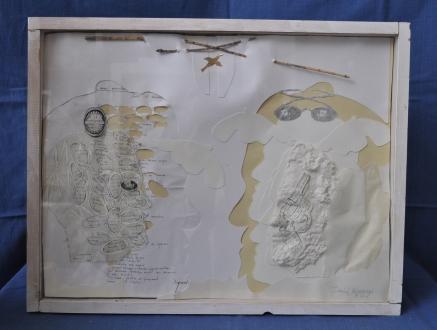 Sans titre Référence: IE 2016 DD #0031 2005 Papier sculpté et découpé dans cadre d'artiste Œuvre unique datée et signée - Inscriptions de Fernando Arrabal 65 x 50 x 3 cm (à confirmer) Collection de l'artiste - Disponible