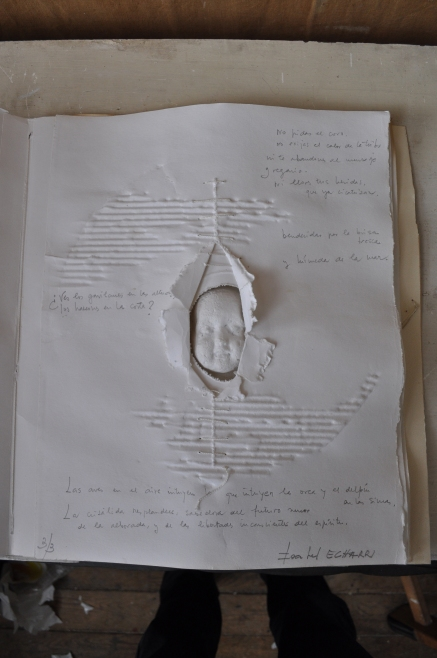 #0039 Alba Référence: IE 2016 DD #0039 1994 Livre objet dans emboitage en carton de l'artiste Numéroté 3/3, daté du 3 octobre 1994, localisé à Ibiza et signé 44 x 36 x 8 cm Collection de l'artiste - Disponible
