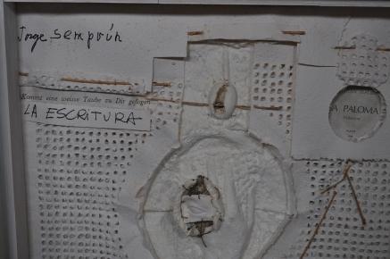 La escritura o la vida avec Jorge Semprun Référence: IE 2016 DD #1014 1996 Relief en papier et technique mixte signé Echarri-Semprun dans cadre d'artiste 115 x 87 x 13 cm (fermé) Collection de l'artiste - Disponible
