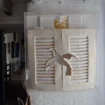 Colombe Référence: IE 2016 DD #1021 Date à préciser Sculpture en papier dans cadre plexiglass Dimensions à préciser Collection de l'artiste - Disponible