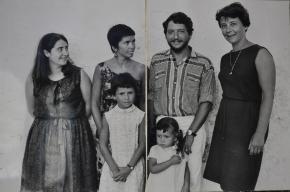 Atmosphère des années 70 à Formentera avec au centre Isabel, Diego, Ines et Colombe